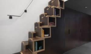 Шкаф под лестницей в частном доме